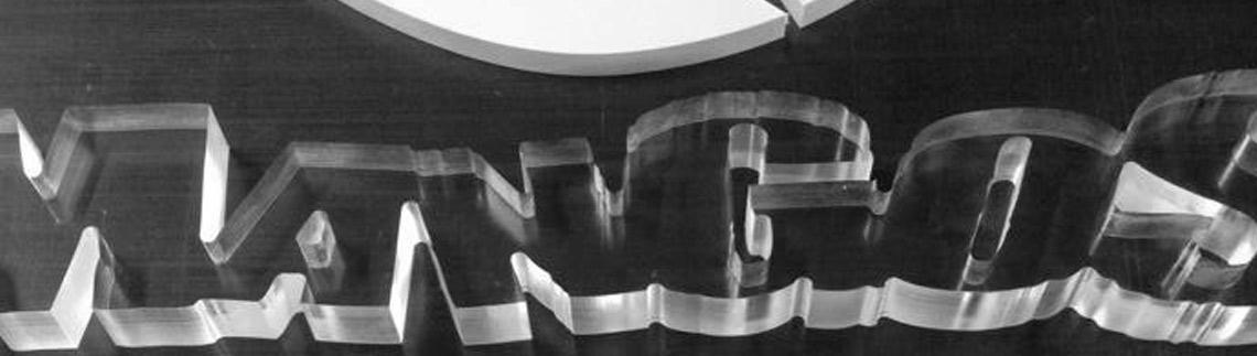 Corte em CNC, de acríclico e PVC